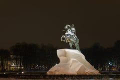 Bronsskickliga ryttaren en monument till Peter 1 i St Petersburg Arkivbilder
