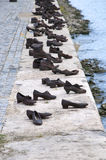 Bronsskor vid flodDonauen i Ungern Royaltyfri Bild