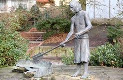 Bronsskulptur av en arbetare Fotografering för Bildbyråer