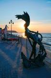Bronsskulptur av en sjöjungfruUndine royaltyfri fotografi