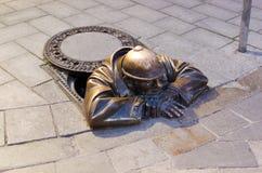 Bronsskulptur kallade mannen på arbete, Bratislava Royaltyfria Bilder