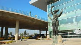 Bronsskulptur på den internationella flygplatsen för El Dorado i staden av Bogota Royaltyfria Bilder