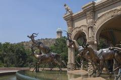 Bronsskulpturer av antilop, Sun City, Sydafrika Arkivfoto