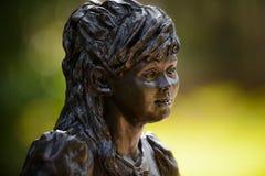 Bronsstandbeeld - Meisjesportret Stock Afbeeldingen
