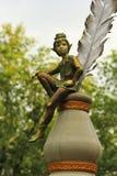 Bronsstandbeeld van elf op inkt in het stadspark van Schrijvers stock foto