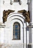 Bronsstandbeeld van engelen van de kathedraal van Christus de redder in Moskou. Stock Foto