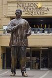 Bronsstaty av Nelson Mandela Arkivfoto