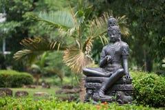 BronsstatyBodhisattva i trädgården Royaltyfria Foton