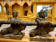 Bronsstatyerna i den Vam Ray tempelVam Ray templet, Tra Vinh landskap, Vietnam Arkivfoto
