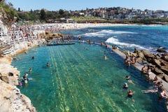 游泳在Bronte海滩,悉尼,澳大利亚 免版税库存照片