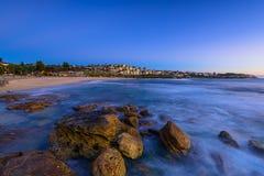 Bronte plaża przy wschodem słońca obraz stock