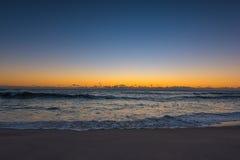 Bronte plaża przy wschodem słońca obrazy royalty free
