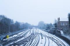 Bronuje na wzgórze dworcu zakrywającym w śniegu Fotografia Royalty Free