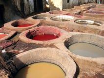 Bronzage en cuir à Fez, Maroc Photo stock