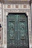 bronze florence italy för domkyrkadörrduomo symboler arkivbild