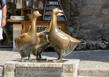 Free Bronze Geese Statue By Francois-Xavier Lalanne In Sarlat In Dordogne Department, Aquitaine, France. Royalty Free Stock Image - 134189426