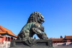 bronze lion Arkivfoton