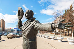 Bronze monument of Yuriy Detochkin, the protagonist of the Soviet film comedy 'Beware of a Car' in sunny day. Fragment. SAMARA, RUSSIA - MARCH 25, 2017: Bronze stock images