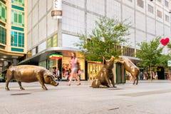Bronze-Rundle-Mall-Schweine Stockbilder