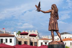 Sculpture of a woman with pigeons Stock Photography