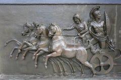 bronze slottlättnad för achillion royaltyfria bilder