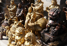 Bronze statuarisch auf Markt stockbild