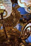 Bronze vitoriano atrasado e candelabro de vidro imagem de stock royalty free