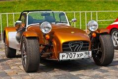 BronzeCaterham sieben Sportwagen lizenzfreie stockbilder