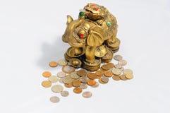 Bronzeelefant mit einem Frosch Lizenzfreies Stockbild