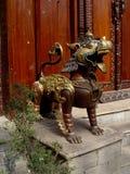 Bronzelöwe von Katmandu Lizenzfreie Stockbilder