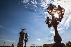 Bronzelampen auf Alexander III.-Brücke Stockbilder