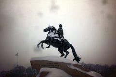 Bronzereiter in einem Sturm Stockfotografie