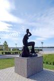 Bronzeskulptur ` Badegast ` auf dem Damm samara Lizenzfreies Stockfoto