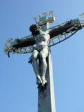 Bronzestatue des Gekreuzigten, Charles Bridge, Prag Lizenzfreies Stockfoto