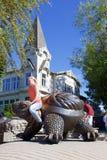Bronzestatue einer Schildkröte lizenzfreie stockbilder