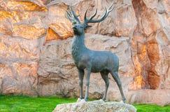 Bronzestatue eines Rotwilds Lizenzfreie Stockbilder