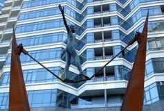 Bronzestatue Gleichgewicht stockfotos