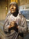 Bronzestatue von Mutter Teresa in St- Patrick` s Kathedrale New York Lizenzfreie Stockfotos