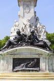 Bronzestatuen um die Königin Victoria Memorial vor dem Buckingham Palace, London, Vereinigtes Königreich Lizenzfreie Stockfotos