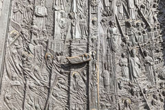Bronzetür, Kathedralen-Basilika des heiligen Kreuzes, Opole, Polen lizenzfreies stockfoto