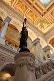 Bronzez la statue à l'intérieur de l'entrée hall à la Bibliothèque du Congrès Photographie stock libre de droits