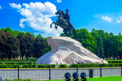 Bronzez le cavalier - Peter la statue grande photo stock
