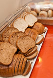 Brood in buffet stock afbeeldingen