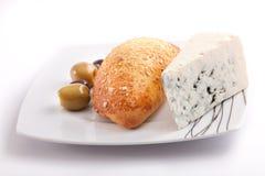 Brood dat met schimmelkaas wordt gevuld Stock Fotografie