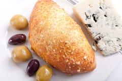 Brood dat met schimmelkaas wordt gevuld Royalty-vrije Stock Foto
