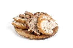 Brood dat op witte achtergrond wordt geïsoleerde Stock Foto's