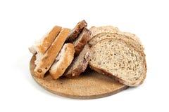 Brood dat op witte achtergrond wordt geïsoleerde Royalty-vrije Stock Afbeeldingen