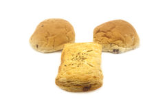 Brood in de Helft op Witte Achtergrond wordt gesneden die Royalty-vrije Stock Foto's