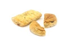 Brood in de Helft op Witte Achtergrond wordt gesneden die Stock Foto