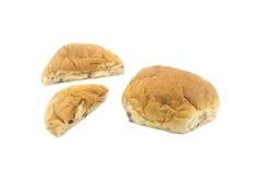Brood in de Helft op Witte Achtergrond wordt gesneden die Royalty-vrije Stock Afbeeldingen